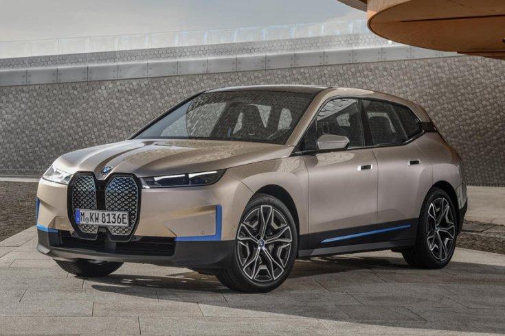 BMW elektromos SUV oldalról