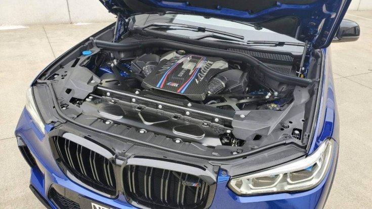 V8-as motorral szerelt BMW X5