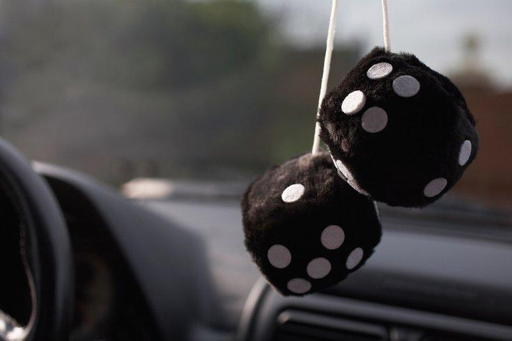 Bolyhos dobókockák autóban