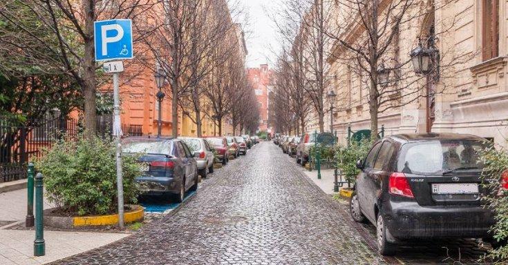 Budapesten parkoló autók