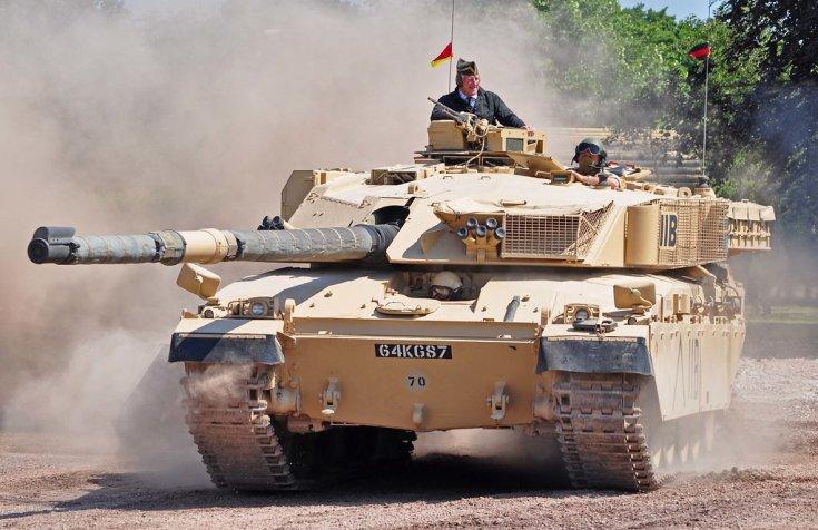 Challenger 1 harckocsi, földúton