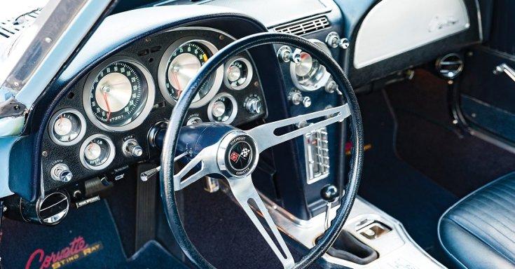 1963 Chevrolet Corvette C2 Sting Ray, kék, műszerfal, fekete, oldalról, balról, RM Sotheby's