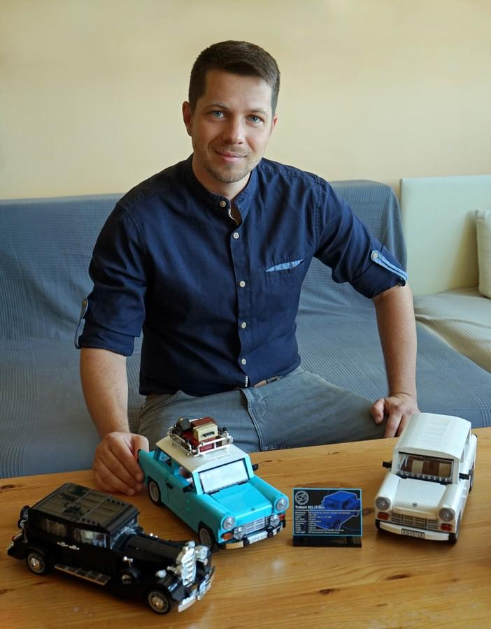 Dankó Péter a LEGO modelljeivel
