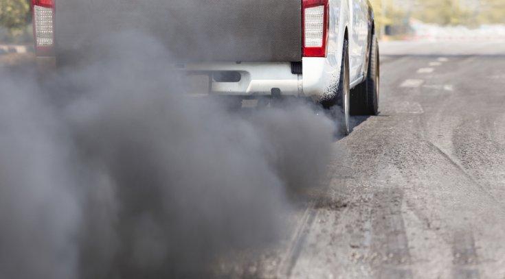 Hidegen füstöl a motor benzin