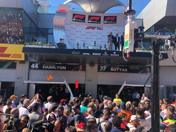 dobogósokra váró tömeg az Osztrák Nagydíj után