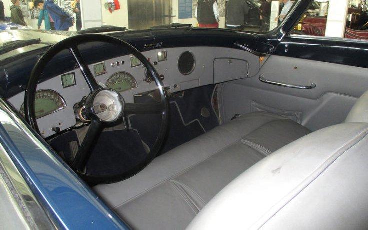 Docker Daimler Blue Clover belső