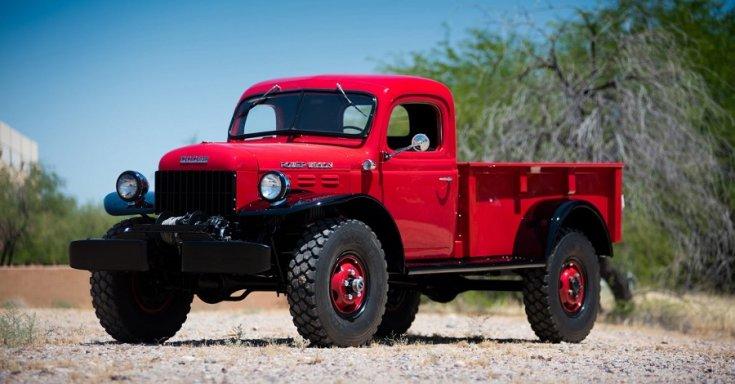 1947 Dodge Power Wagon, terepjáró pick up platós, vörös, oldalnézet, jobbról