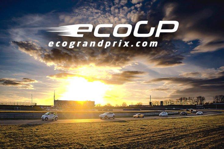Az ecoGP résztvevői naplementében