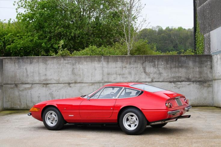 Elton John 1972-es évjáratú Ferrari 365 GTB/4 Daytonája oldalról