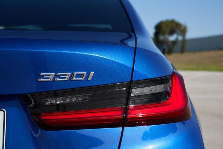 BMW 330i típusszámozás
