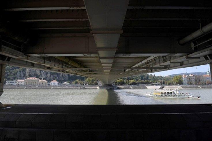 Erzsébet híd alulról