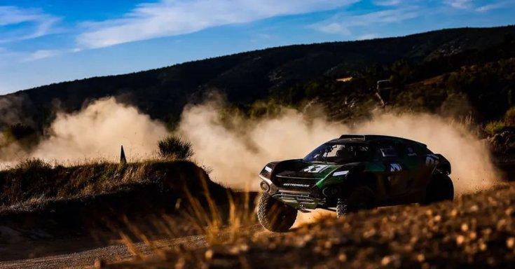 SUV versenyzés közben