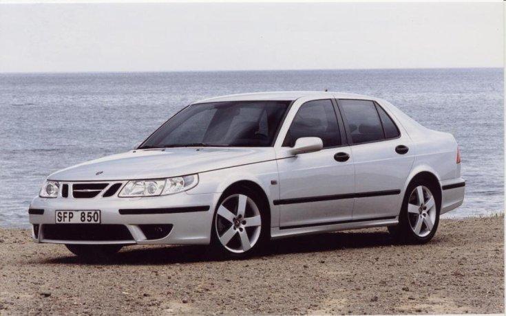 Saab tengerpart előtt oldalról
