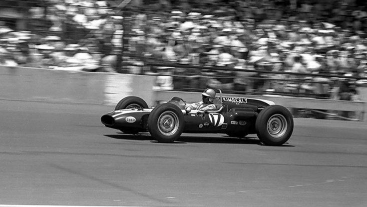 A kétszeres F1-es világbajnok Jack Brabham az 1961-es Indianapolis 500-on