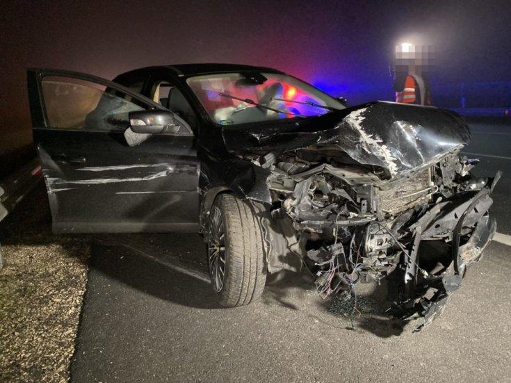 Sérült autó az M6-oson