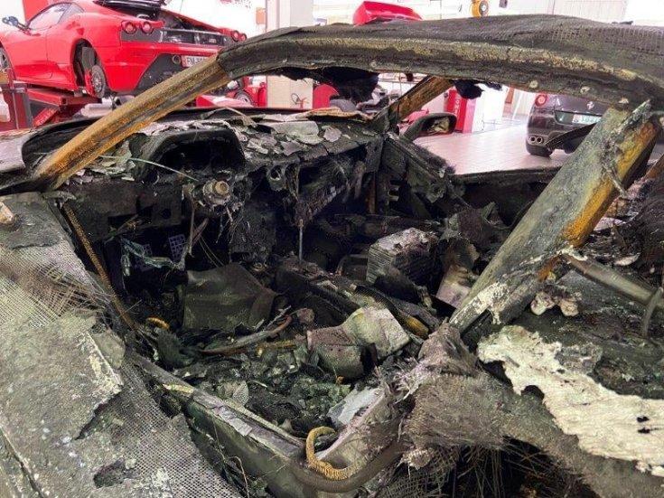 kiégett Ferrari utastere
