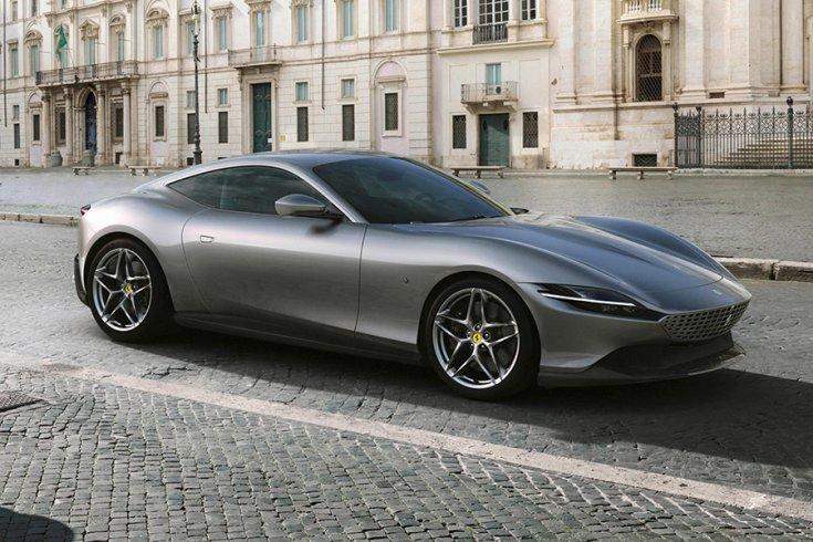 A Ferrari Roma elölről fotózva