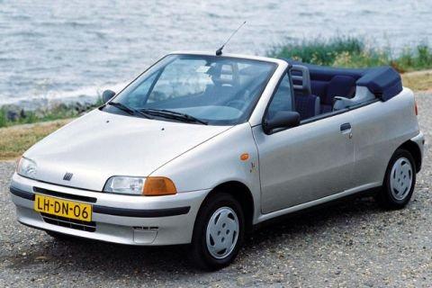 Fiat Punto kabrió, régi, holland rendszámmal, vízparton