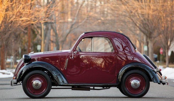 RM Sotheby's 1936 Fiat 500 Topolino, Fiat 500 kabrió, Simca 5, meggyvörös fekete, oldalról, balról