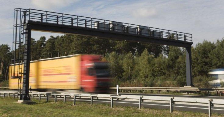 száguldó kamion