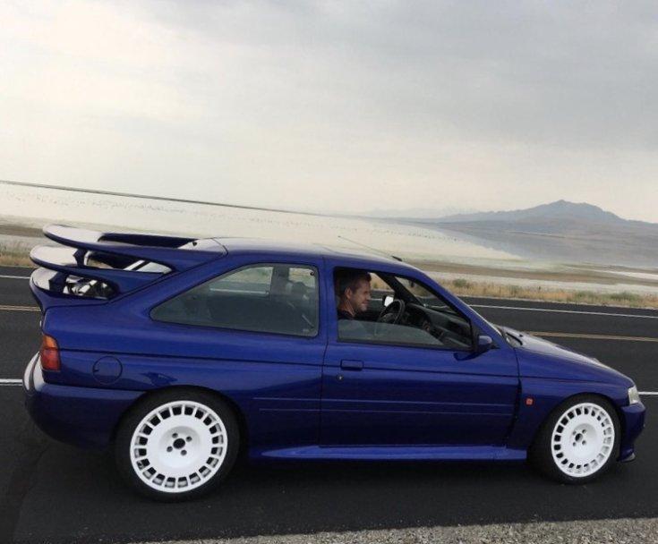Ford Escort RS Cosworth tripla hátsó szárnnyal