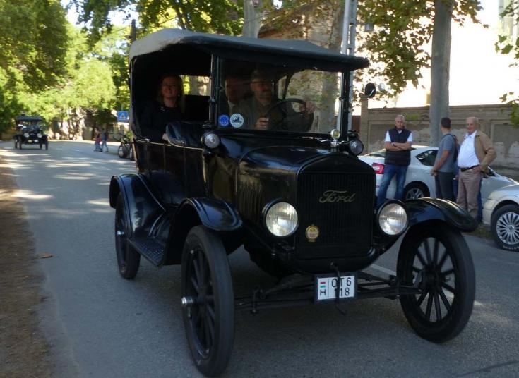 Ford T-modell mozgásban