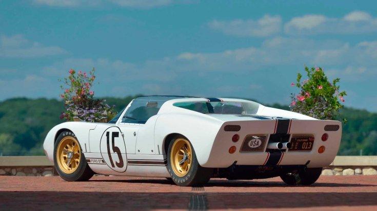 1965-ös Ford GT versenyautó prototípusa hátulról