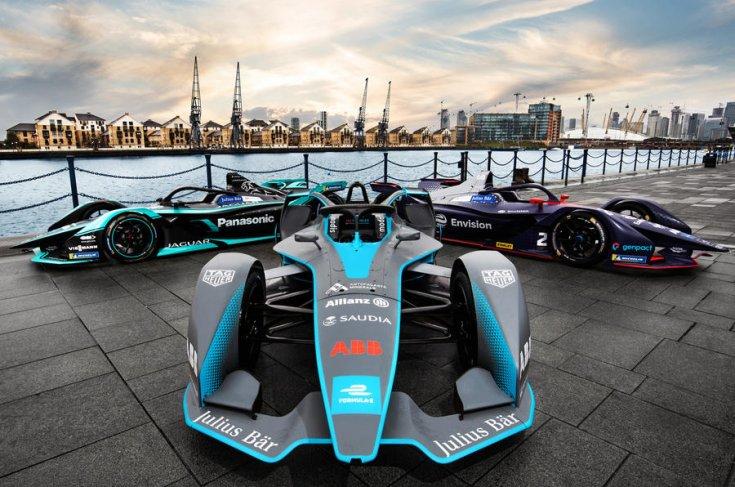 Formula E autók a parton