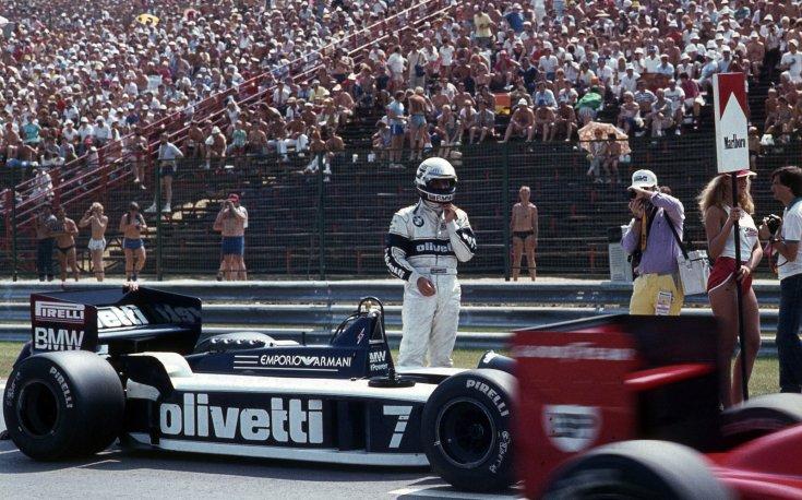 Formula-1 első magyar nagydíj, Riccardo Patrese, a Brabham-BMW csapat versenyzője a rajt előtt
