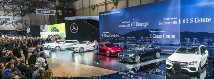 A 2018-as Genfi Autószalonon a bemutatkozó Mercedes modellekkel a színpadon