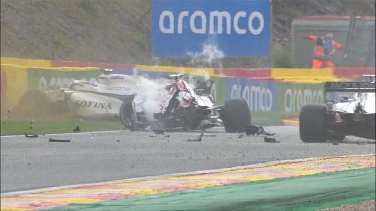 Giovinazzi és Russell balesete a Belga Nagydíjon