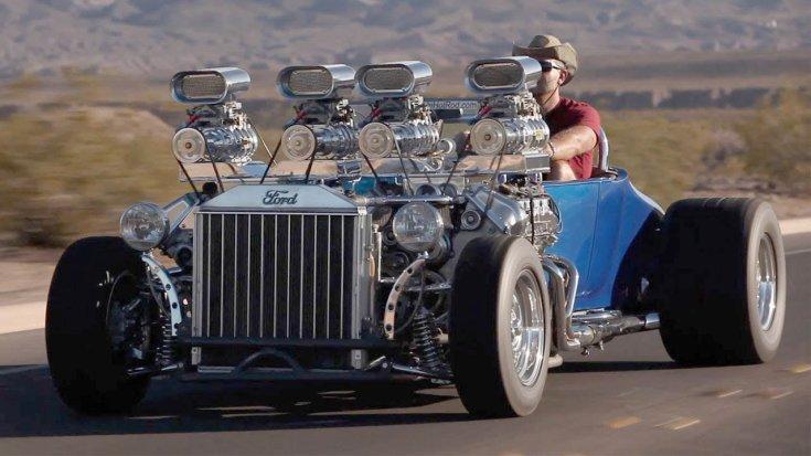 kétmotoros Ford T-modell hot-rod szemből, menet közben