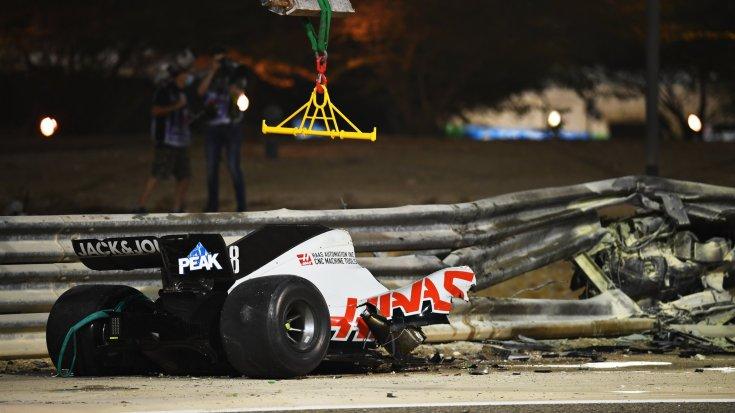 Romain Grosjean Haas autójának hátsó, leszakadt fele