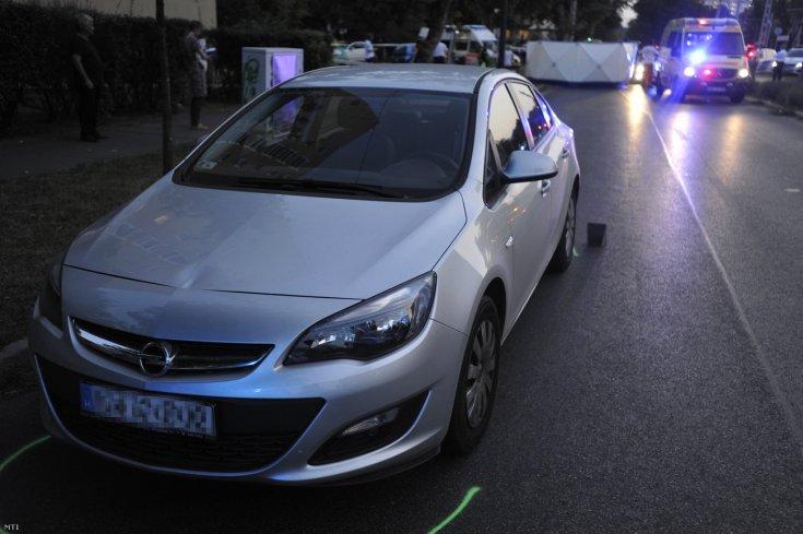 Az L.L. Junior fiát elütő Opel szemből