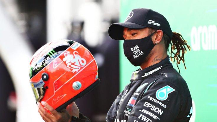 Hamilton Schumacher sisakjával az Eifel Nagydíj után