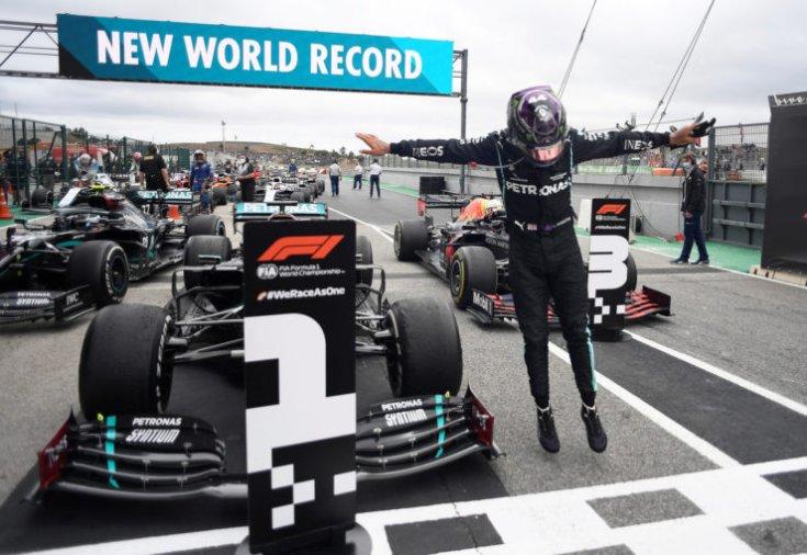 Lewis Hamilton történelmi futamgyőzelmet ünnepelhetett Portimaóban