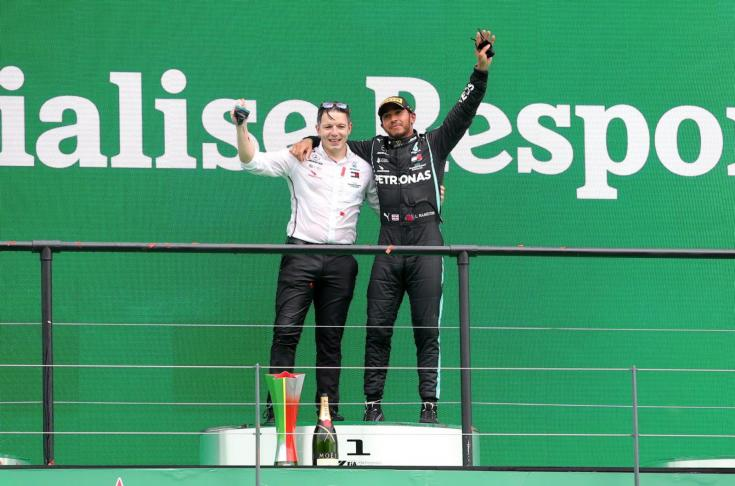 Lewis Hamilton történelmi győzelmét ünnepli Portugáliában