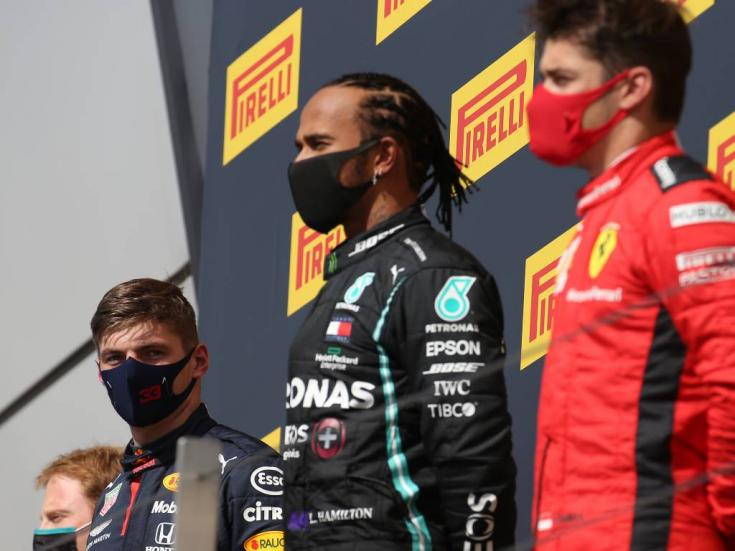 Hamilton, Verstappen és Leclerc egy dobogón egymás mellett