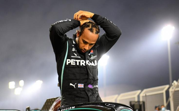 Lewis Hamilton a bahreini futam győzelme után