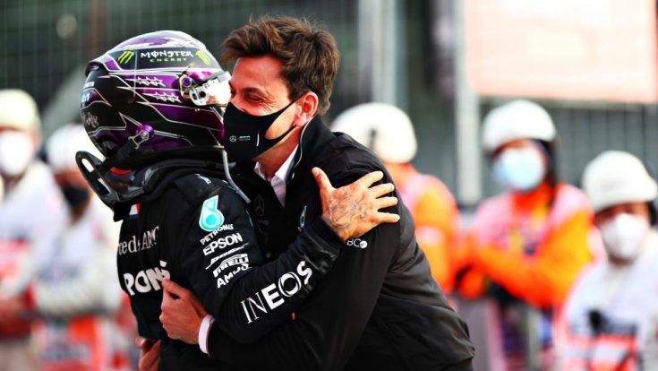 Lewis Hamilton és Toto Wolff öröme az imolai hétvége után
