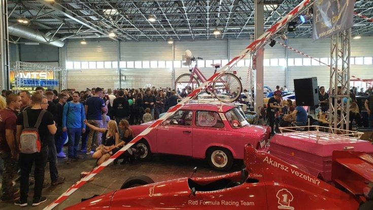 A Hello Kitty Trabant az AMTS-en kiállítva