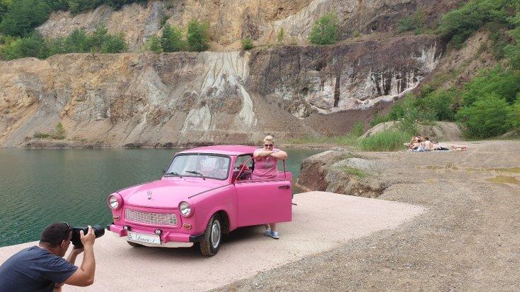 A Hello Kitty Trabant és tulajdonosa