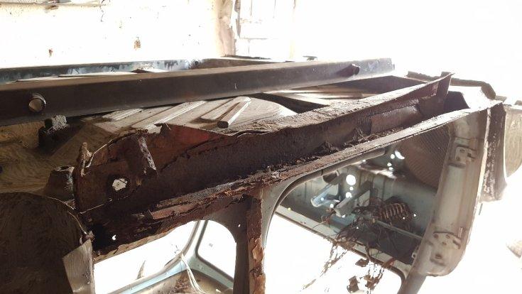 Rozsdás Trabant padlólemez