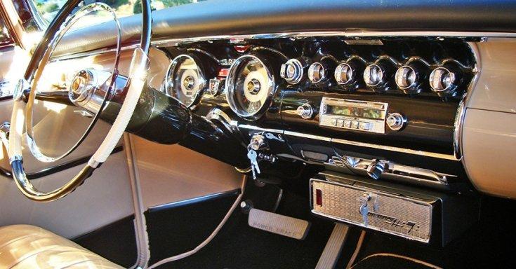 1956 Chrysler 300B műszerfala lemezlejátszóval, műszerfal, oldalnézet