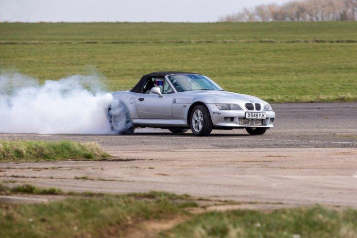 Stig a speciálisan átalakított BMW Z3 volánjánál