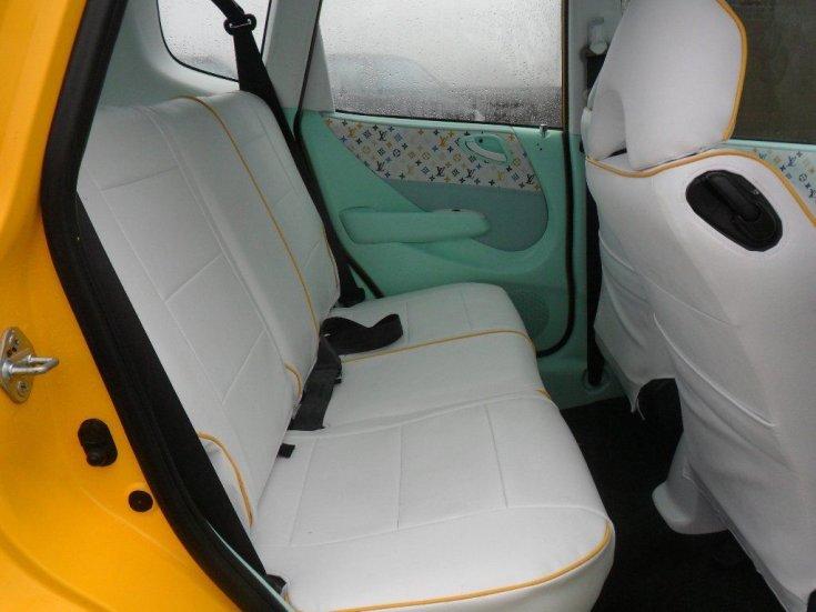 Honda Jazz beltere fehér kárpittal és Louis Vuitton bevonattal