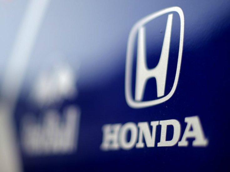 Honda logó egy F1-es motorhome oldalán