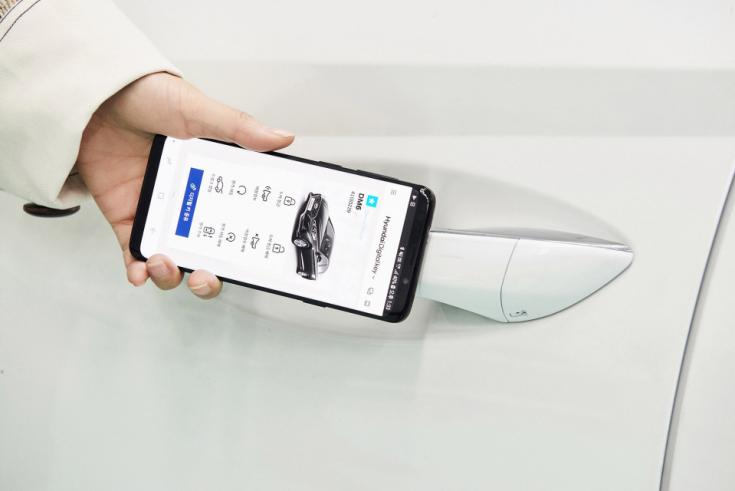 okostelefonos alkalmazással nyitható autó
