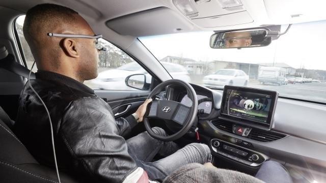 A Hyundai érintőképernyős kormánya tesztelés alatt