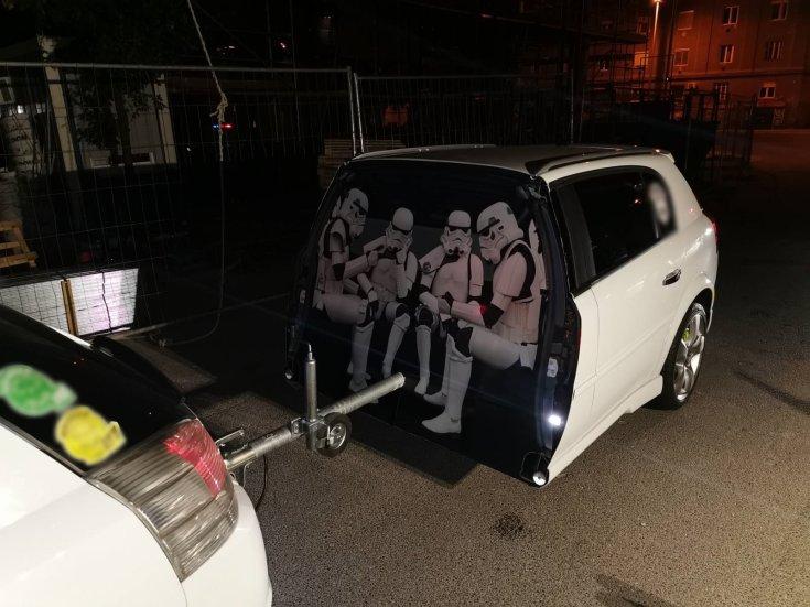 Illegálisan átalakított kocsi